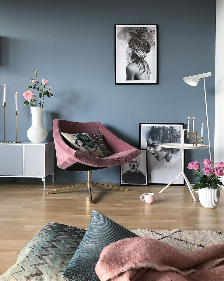 Gray blue walls and pink accessories in the living room #blue #gray #rosa ...