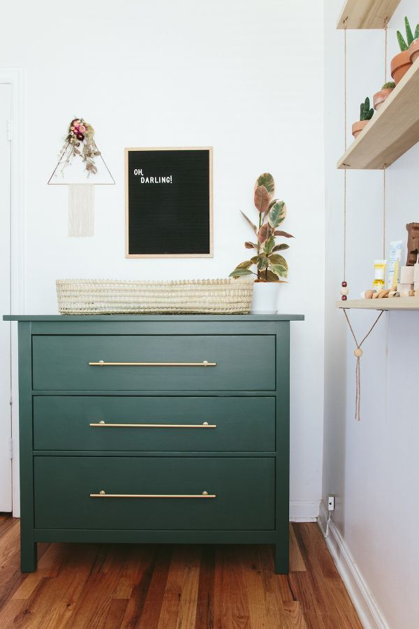 You could almost compare the Swedish chest of drawers Hemnes with a piece of paper ...