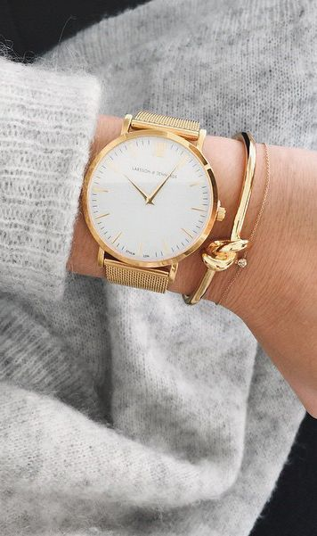 Minimal Chic: How To Wear The Must Have Accessory This Season If you don't k...