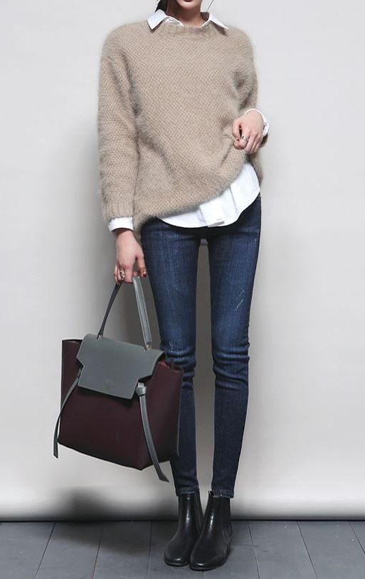 how to style skinny jeans: white shirt + bare sweater + bag + boots