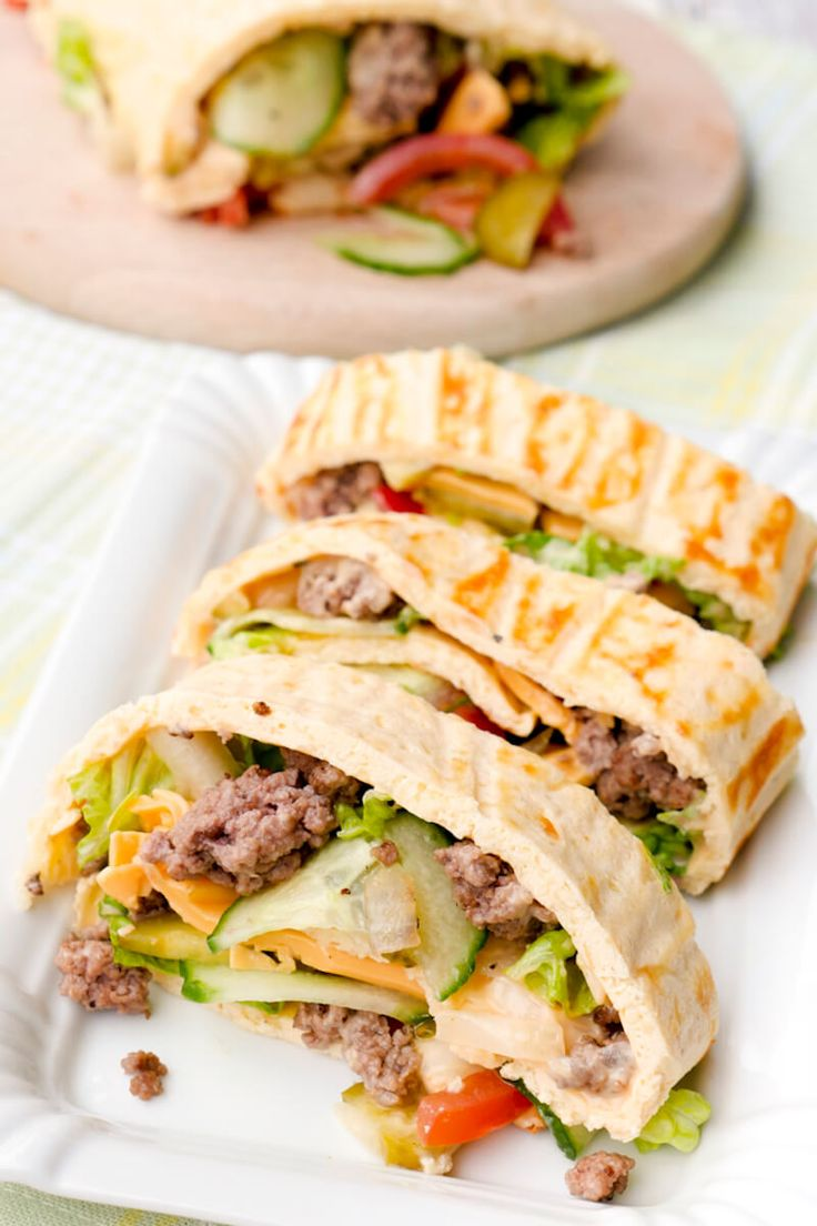 The Low Carb Big Mac Roll with minced meat, cucumbers, tomatoes, cheese and delicious ...