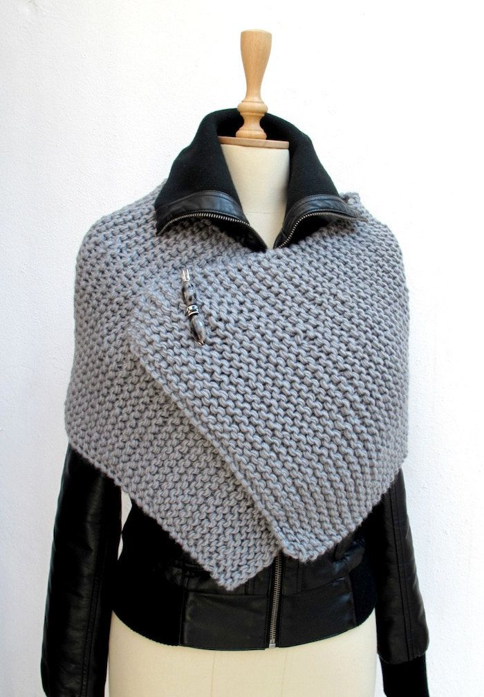 Crochet poncho very small in gray poncho you can wear on the leather jacket