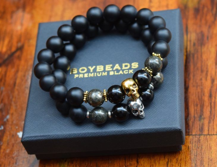 ONIX STONE BRACELET AND ACERINES IN THE FORM OF SKULLS