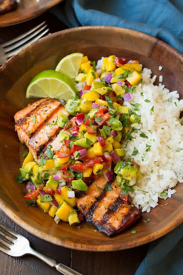 Chicken, rice, mango salsa: garlic, onion, avocado, tomato, paprika, basil ...