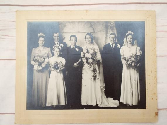 1940s Wedding Photo - Real Photo - Wedding Prop - Groom - Bride - Bridesmaids - Chrysanthemums - Vei